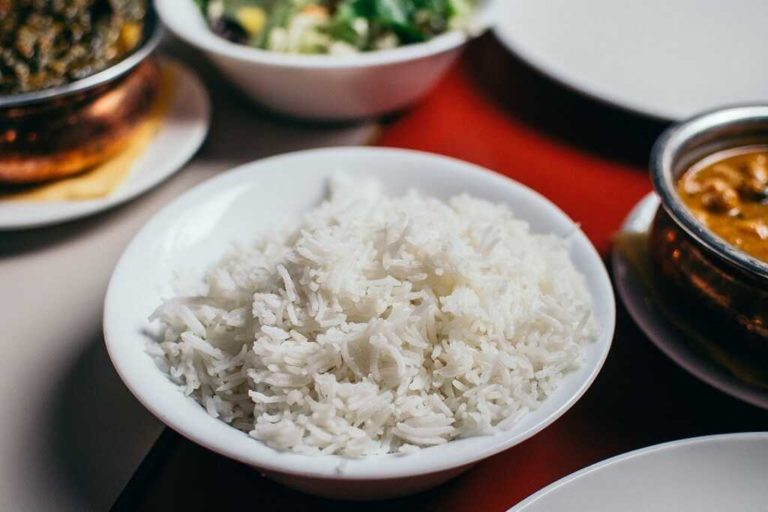How to Cook White Rice in a Rice Cooker [100% Fluffy & Delicious]